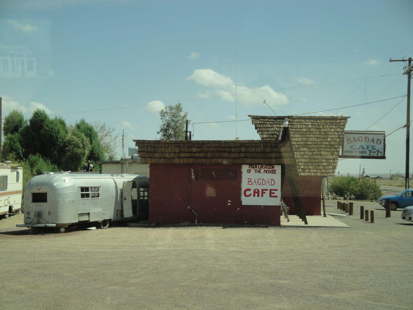 Sur la route, le célèbre Bagdad Café